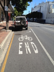 Bike lane ends Montague Rd