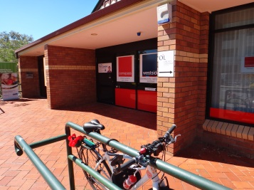 At the Wynnum Manly Ward office parking against the railing seems to intrude on the neighbouring business