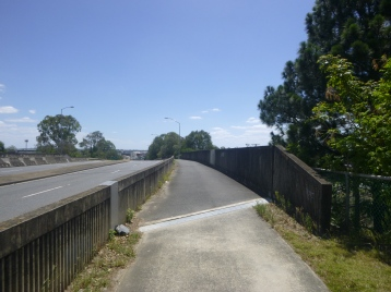 Bikeway (shared path) along Riawena Rd over the rail lines