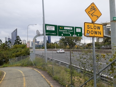 Imagine if the Veloway kept going straight across the river and into the CBD from here...
