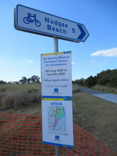 NudgeeBeachPathSign